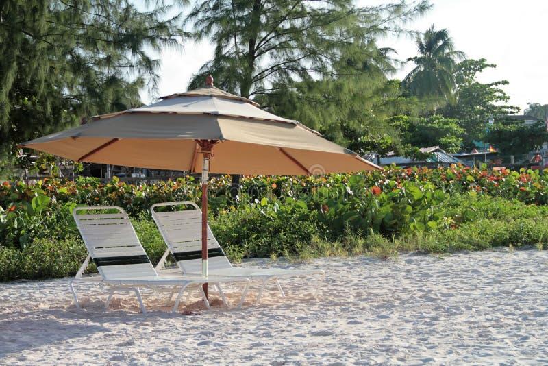 Jede Minute zählt für entspannende Momente am Strand stockbild