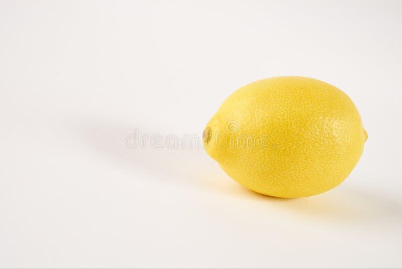 Jeden świeża soczysta żółta cytryna zdjęcia stock