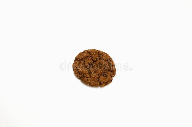 Jeden czekoladowego układu scalonego ciastko odizolowywający na białym tle obrazy royalty free