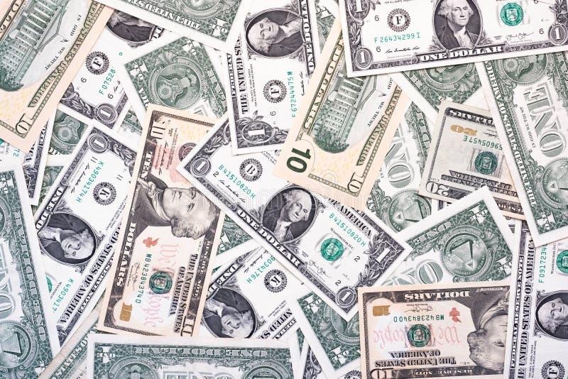 Jeden dolarowych rachunków tło z dziesięć i dwadzieścia dolarowymi rachunkami obrazy stock