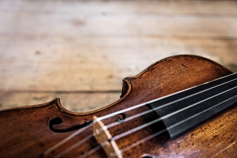 Jeden drewniany stary skrzypki zdjęcia stock