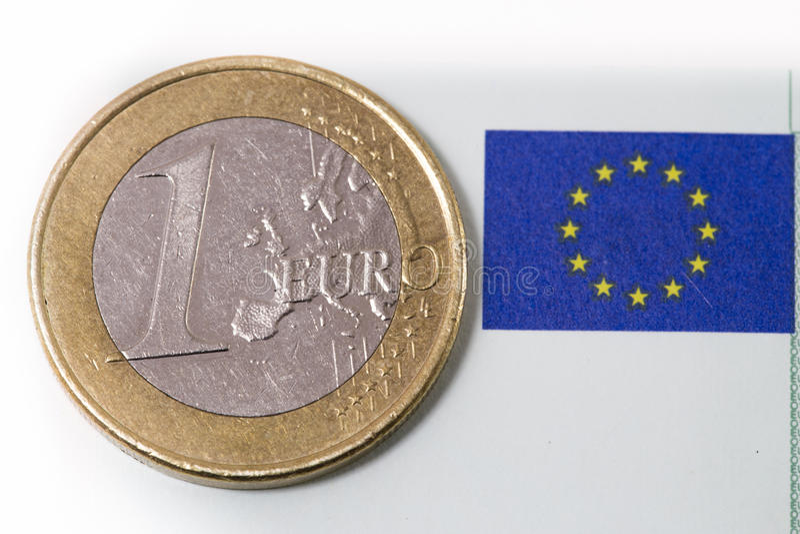 Jeden euro eu i monety flaga fotografia stock