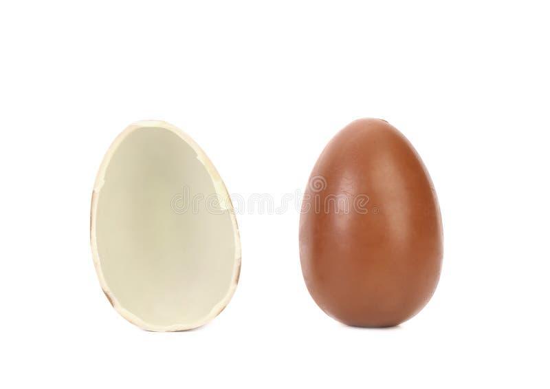 Jeden i przyrodni czekoladowy jajko. obrazy stock