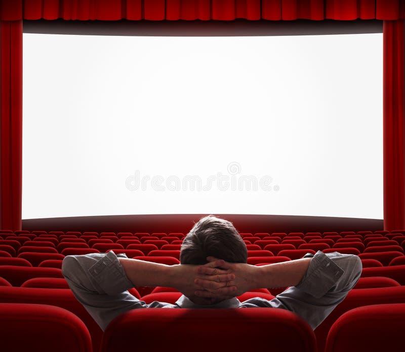 Jeden mężczyzna samotnie w pustej kinowej sala obrazy stock