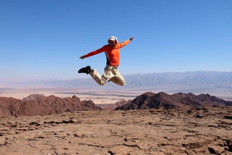 Jeden mężczyzna skok dla radości obrazy stock