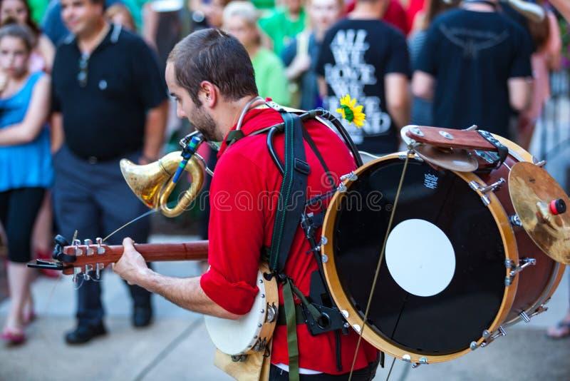 Jeden mężczyzna zespół zabawia w W centrum Lancaster mieście fotografia royalty free