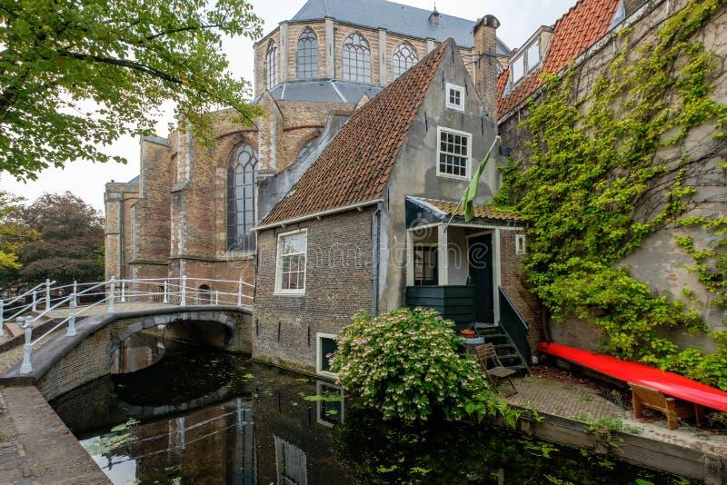 Jeden starzy domy w centrum Delft holandie fotografia royalty free