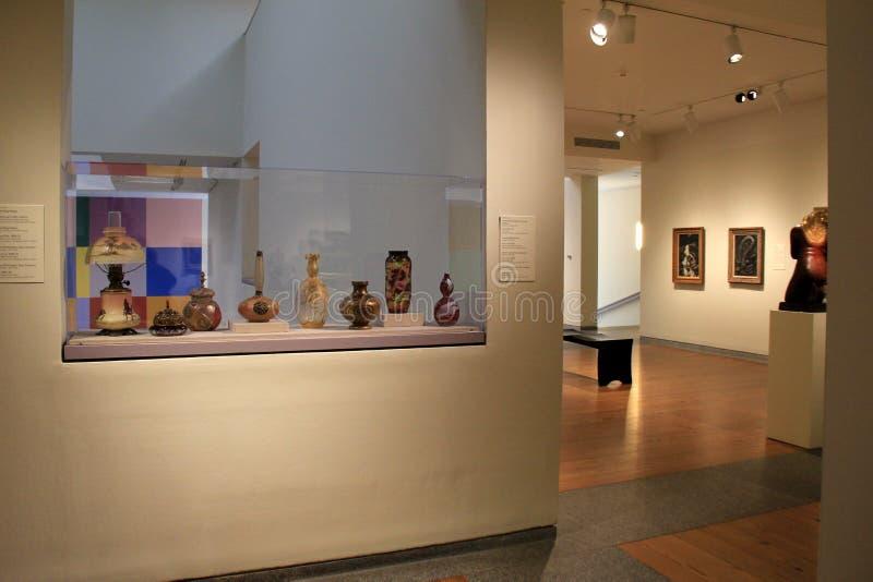 Jeden wiele pokoje wypełniający z grafiką, rzeźbami i wystrzelonym szkłem, Portlandzki muzeum sztuki, 2016 zdjęcia royalty free