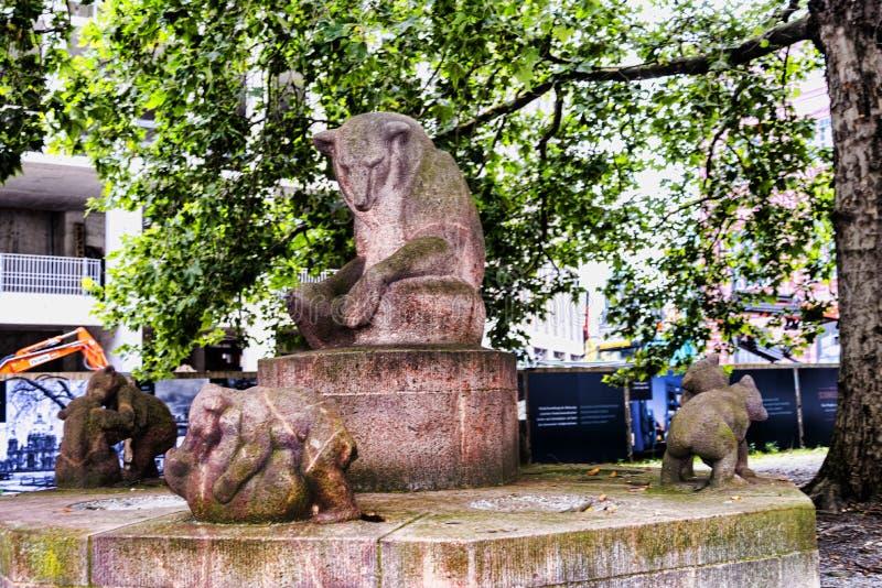Jeden wiele statua wokoło miasta Berliński Niemcy zdjęcie royalty free