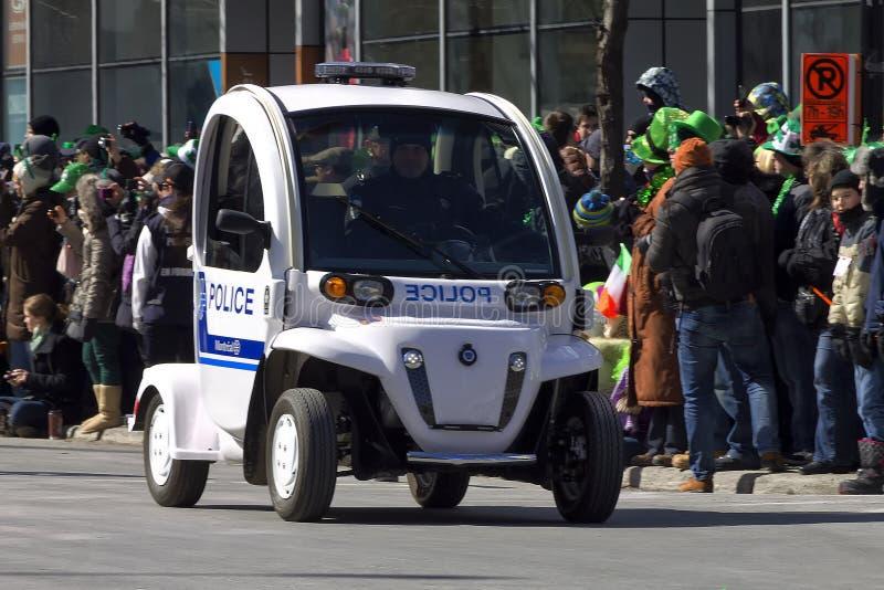Grüner Polizeiwagen lizenzfreie stockfotos