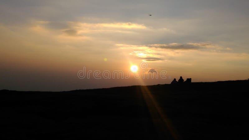 Jeder Sonnenuntergang ist eine Gelegenheit sich zurückzustellen stockbild