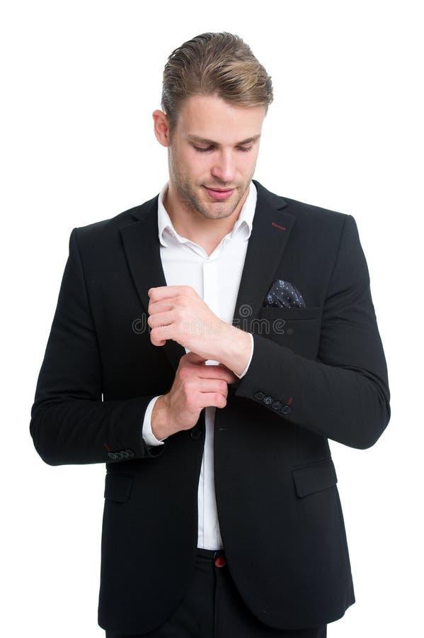 Jedes Detail ist von Bedeutung Mann pflegte gut elegante formale Ausstattung der Abnutzung Machoüberzeugte bereiten perfekte Auss lizenzfreie stockfotos