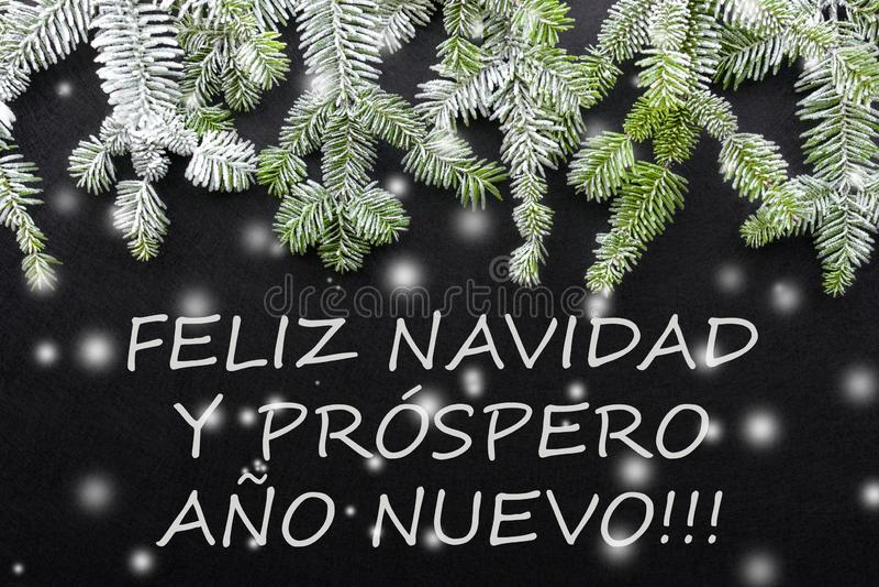 Jedlinowy drzewo i śnieg na ciemnym tle Powitanie kartka bożonarodzeniowa pocztówka christmastime Czerwony zielony i Biały ilustracji