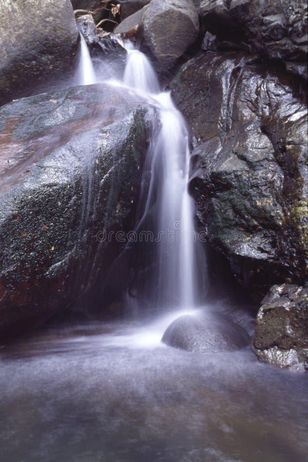 jedna mała wodospadu royalty ilustracja