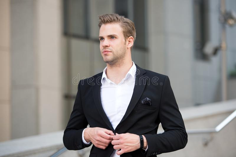 Jednolity profesjonalizm wyplatająca biznesowych środowisk decorum kultury organizacja Mężczyzna kostiumu biznesmena formalny wel fotografia royalty free