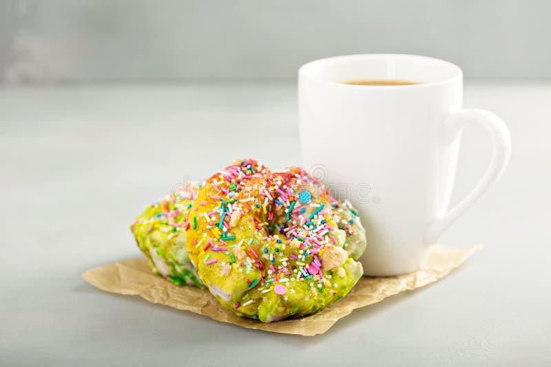 Jednorożec donuts z kawą obraz royalty free