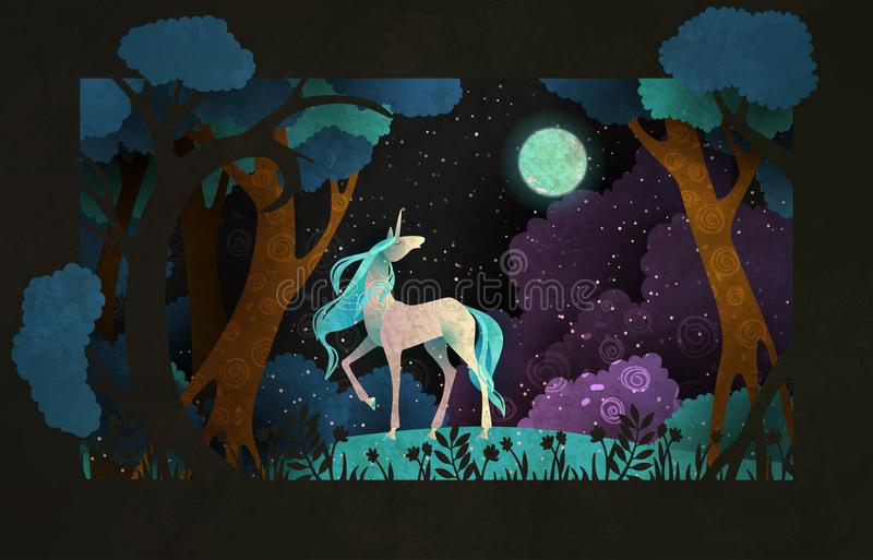 Jednorożec przed magicznym lasem, nocne niebo chmurami i księżyc, fantastyczna ilustracyjna miejscu ?wiat?a bajka pa?acu royalty ilustracja
