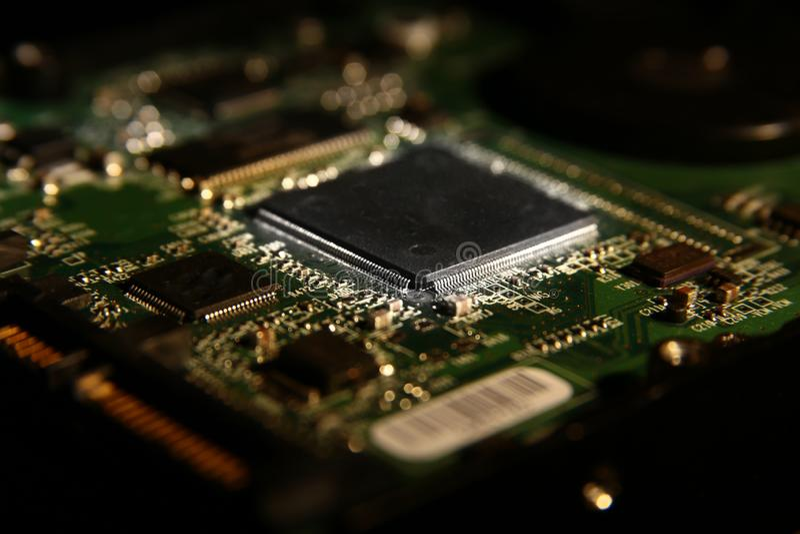 Jednostki centralnej zestaw chipów na drukowanym obwód deski pcb z elektronicznymi składnikami Zakończenie zdjęcia stock