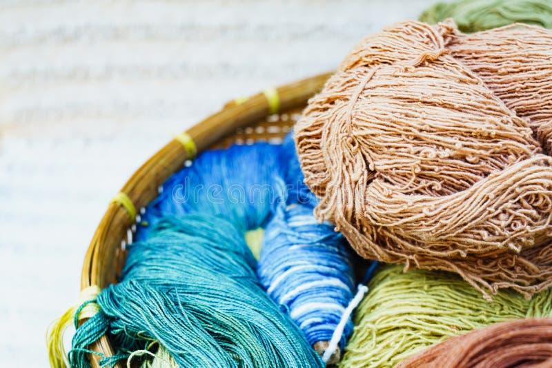 Jedwabniczy niciany surowy materiał dla jedwabniczego tkactwa natury colour zdjęcie royalty free