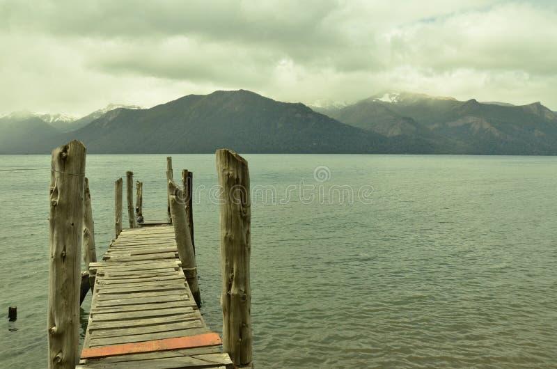 Jedyny jeden opuszczałem (dok w Traful jeziorze) zdjęcia stock