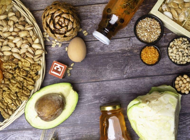 Jedzenie jest źródłem witamina E Różnorodny naturalny karmowy bogactwo w witaminach Pożytecznie jedzenie dla zdrowie i zrównoważo obrazy stock