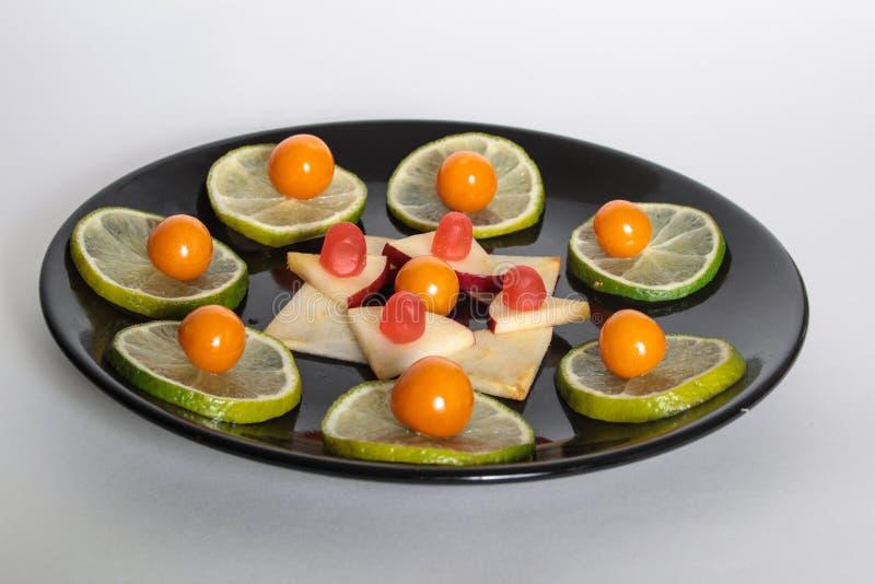 Jedzenie na talerzu, świeża owoc obrazy stock