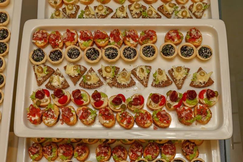 Jedzenie przy tacą zdjęcie royalty free