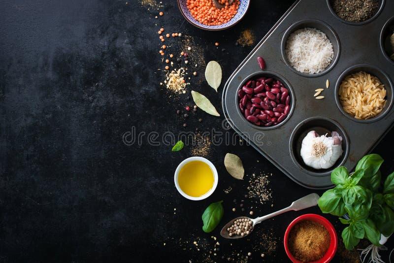 Jedzenie rama, tło lub zdrowy karmowy pojęcie na rocznika tle, zdjęcie royalty free