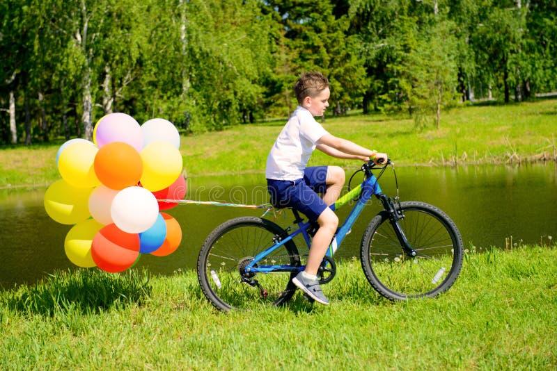 Jedzie bicykl zdjęcie stock