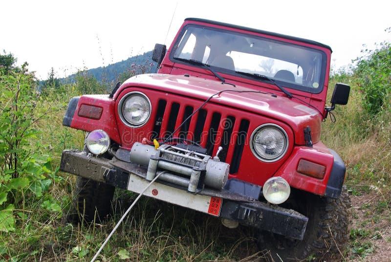 Jeep bij off-road stock afbeelding