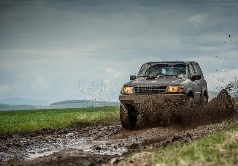 Jeep boueuse photo stock