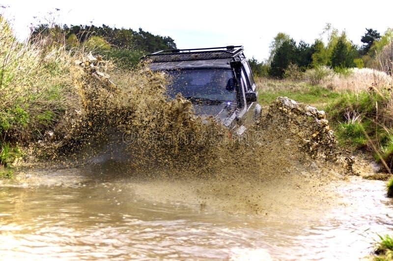 Jeep Cherokee mudding outre de la route photos libres de droits