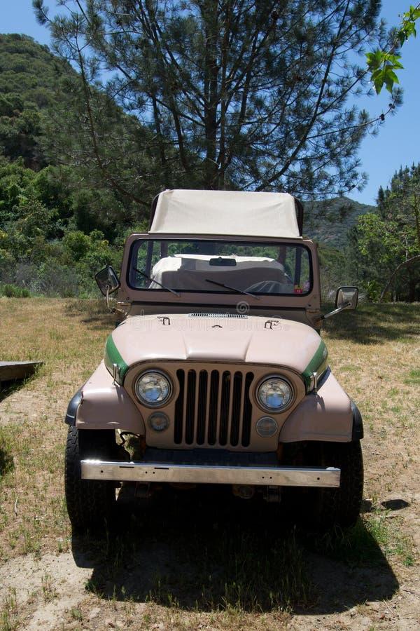 Jeep di safari di Tan fotografia stock libera da diritti