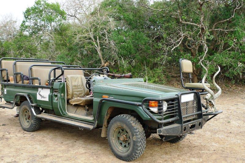 Jeep di safari 4wd a riserva di caccia privata, Sudafrica immagine stock
