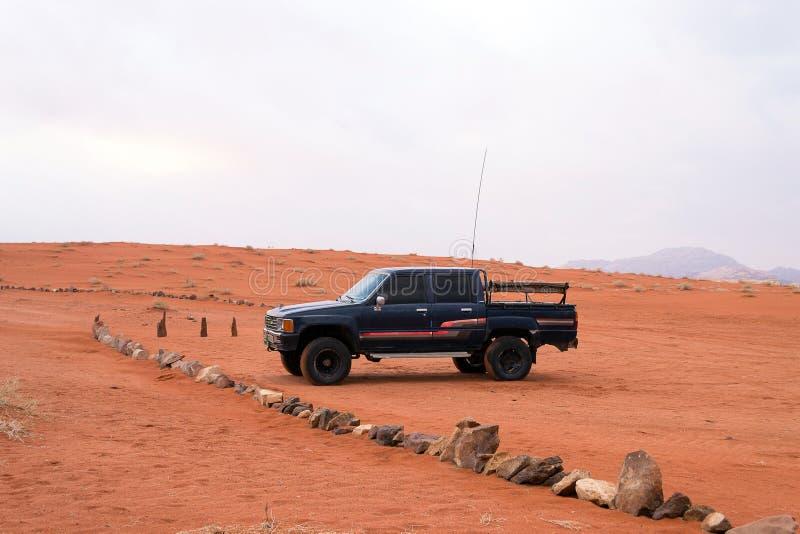 Jeep en désert de Wadi Rum, Jordanie image libre de droits