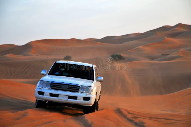 Jeep en dunas foto de archivo