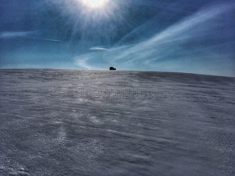 jeep en nieve foto de archivo libre de regalías