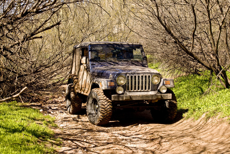 Jeep fangosa fotografia stock