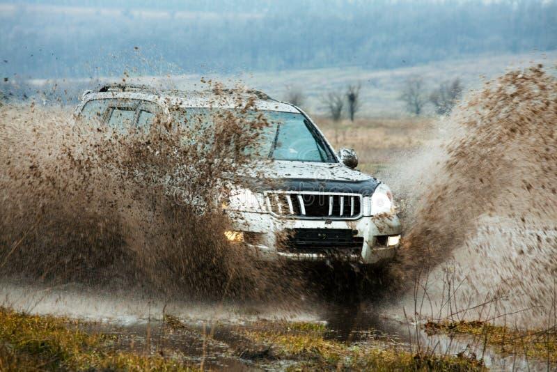 Jeep fuori dalla strada immagini stock
