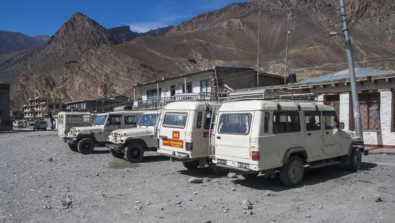Jeep ist das Primärtransportmittel im Dorf von Jomsom lizenzfreie stockbilder
