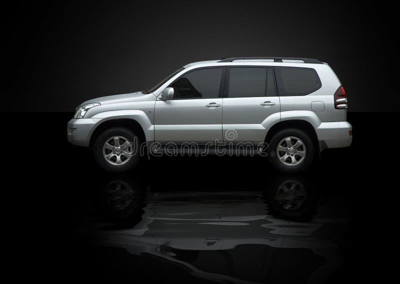 Jeep mojado con la reflexión fotos de archivo libres de regalías