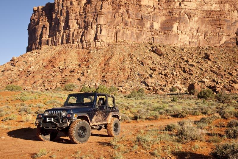 Jeep nel deserto della contea di San Juan dell'Utah immagini stock libere da diritti