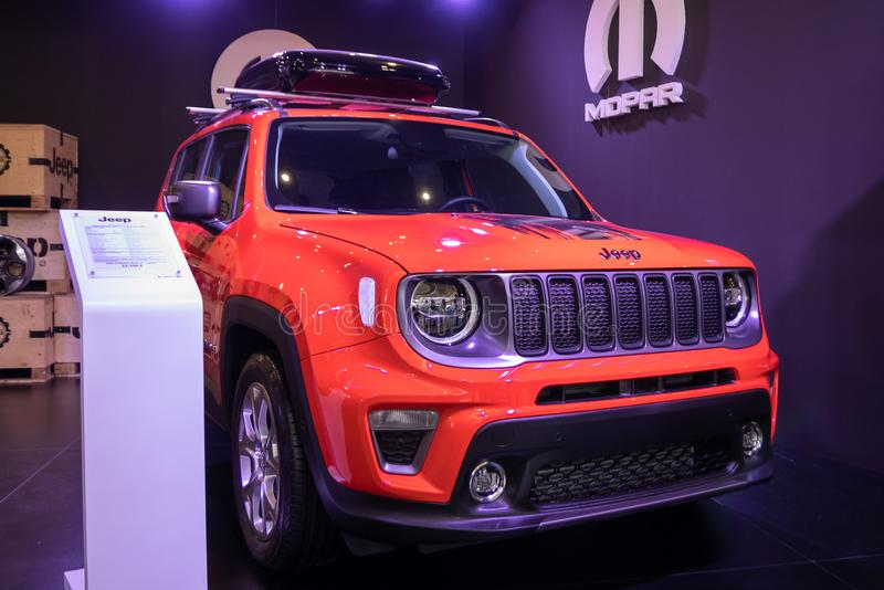 Jeep orange sur le cinquante-quatrième Salon international de voiture et d'Automobile de Belgrade images stock
