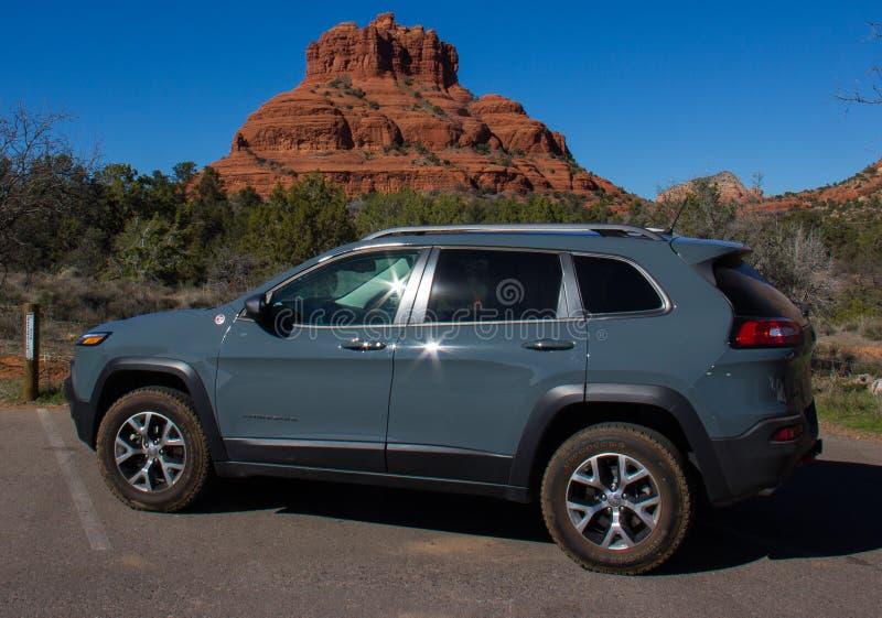 Jeep Parked Near Bell Rock in Sedona, Arizona fotografia stock libera da diritti