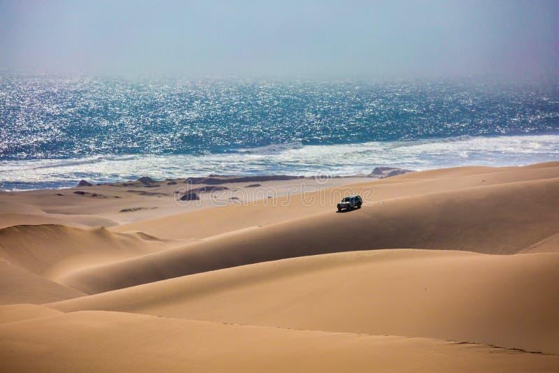 Jeep peligroso - safari imagen de archivo
