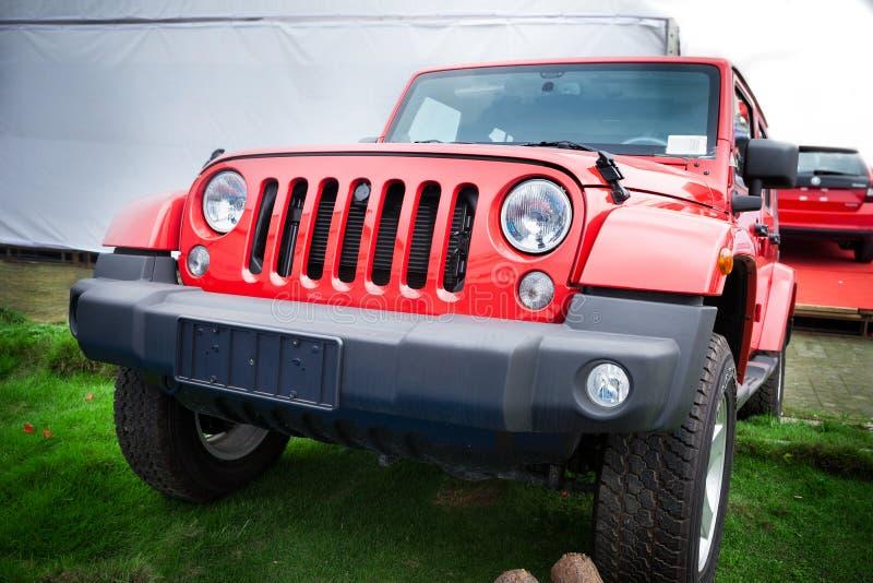 Jeep rojo imágenes de archivo libres de regalías