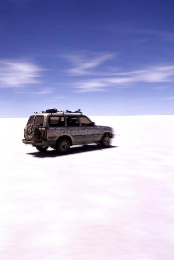 Jeep Salar de Uyuni, Bolivia imágenes de archivo libres de regalías