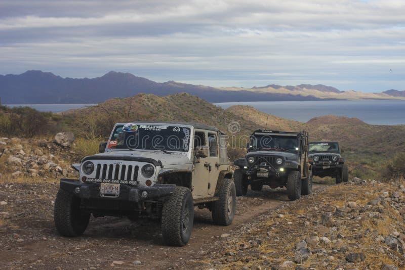 Jeep sulla strada fotografia stock