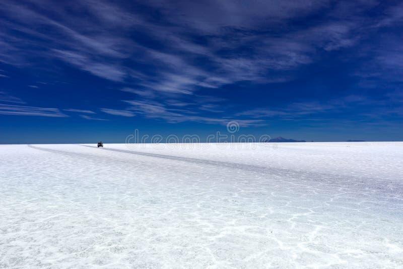 Jeep Tour Salt Flats en Salar de Uyuni Desert Bolivia imágenes de archivo libres de regalías