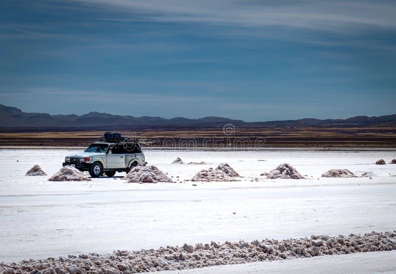 Jeep Tour Salt Flats en Salar de Uyuni Desert Bolivia fotografía de archivo